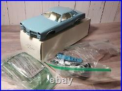JoHan / Modelhaus 1975 Olds Cutlass Promo 125 Scale Resin Model Car Kit