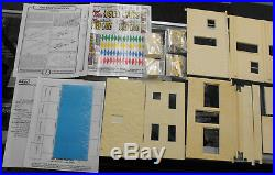 Scale Equipment Ltd. 1/25-1/24 Fast Eddie's Used Cars Resin Model Kit 34501
