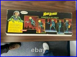Screamin Mars Attacks Slaughter in the Streets resin/ vinyl model kit