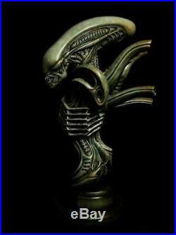 Unpainted and unassembled 1/4 33 cm high alien bust, resin model kit